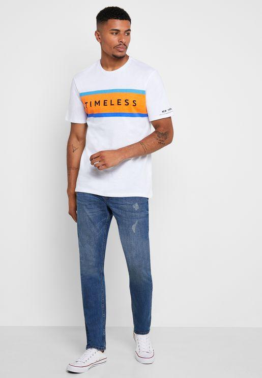 بنطال جينز باجزاء ممزقة
