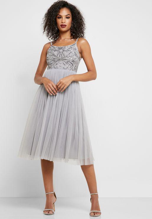 فستان مطرز بحمالات
