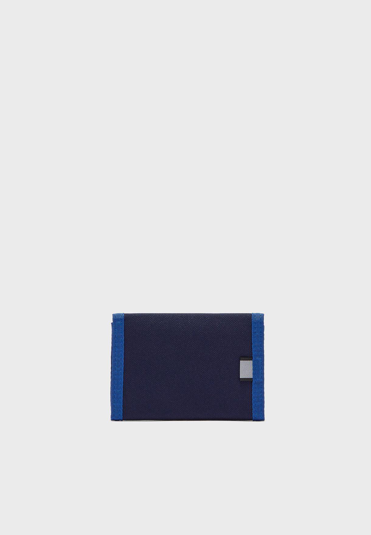 محفظة بشعار الماركة