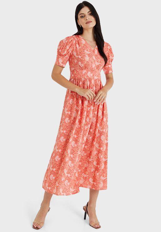 فستان بياقة V واكمام منفوشة