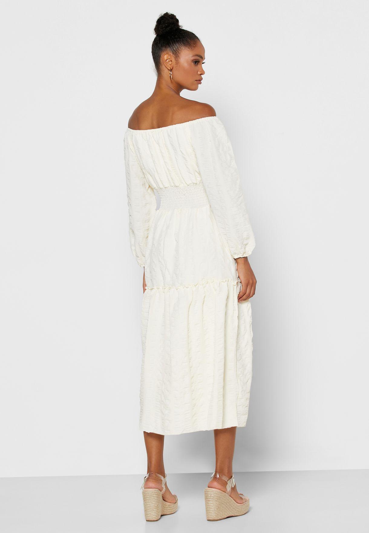 فستان طبقات باكتاف عارية