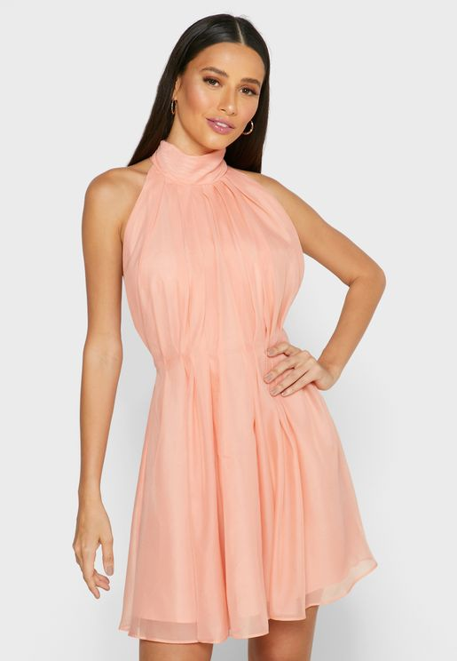 فستان شفاف بحافة واسعة