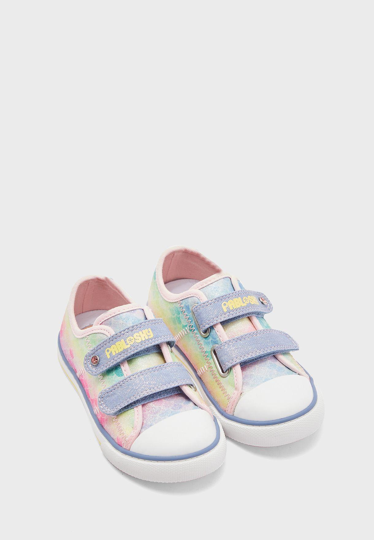 حذاء سنيكرز بطبعات