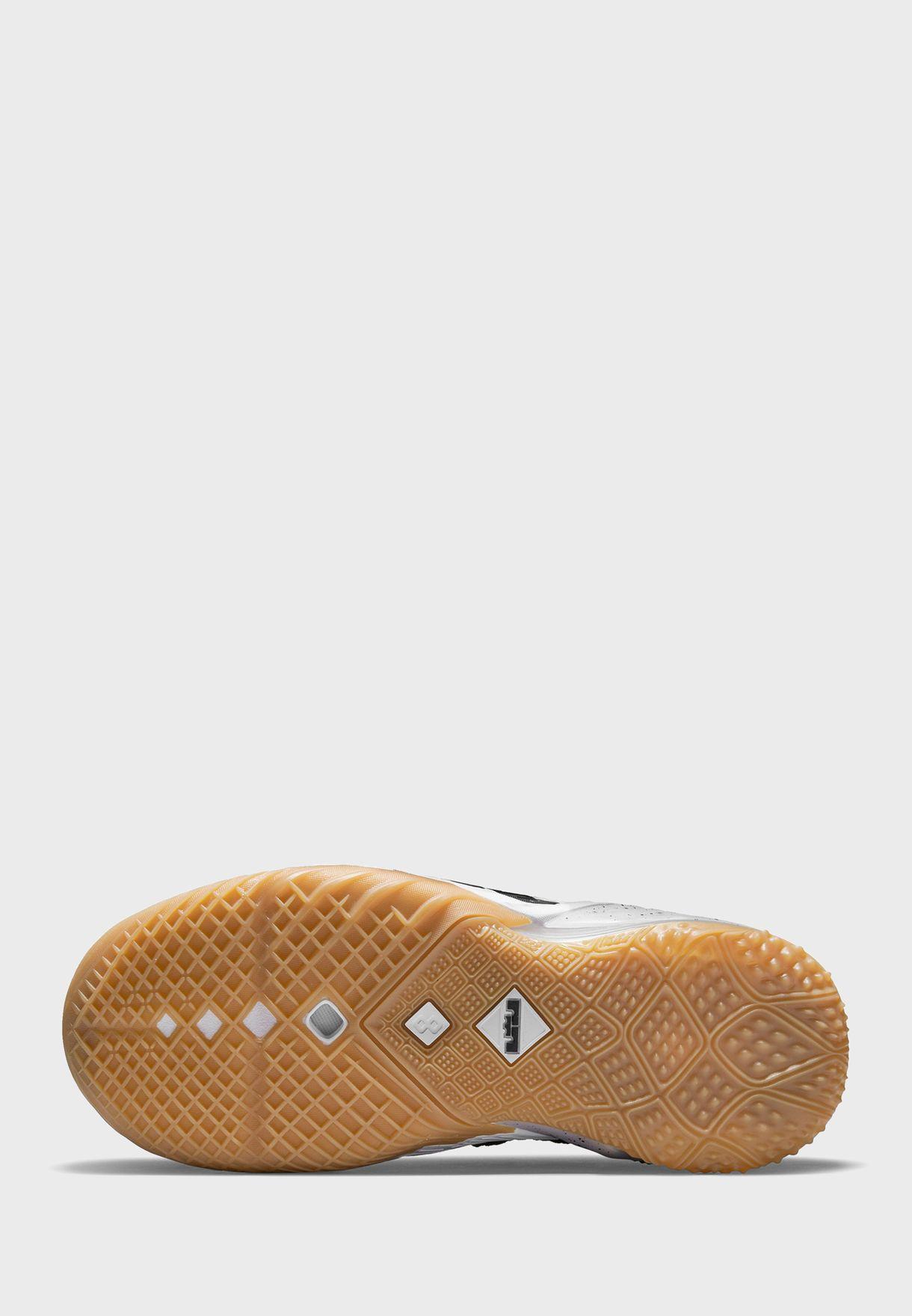 حذاء ليبرون
