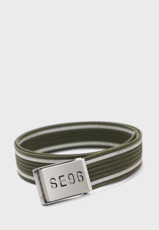 حزام مزين بطباعة خطوط