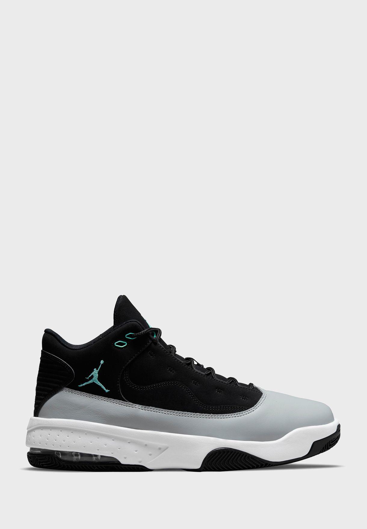حذاء جوردن ماكس اورا 2