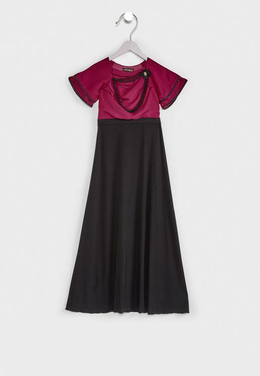 فستان طويل مزين بخرز