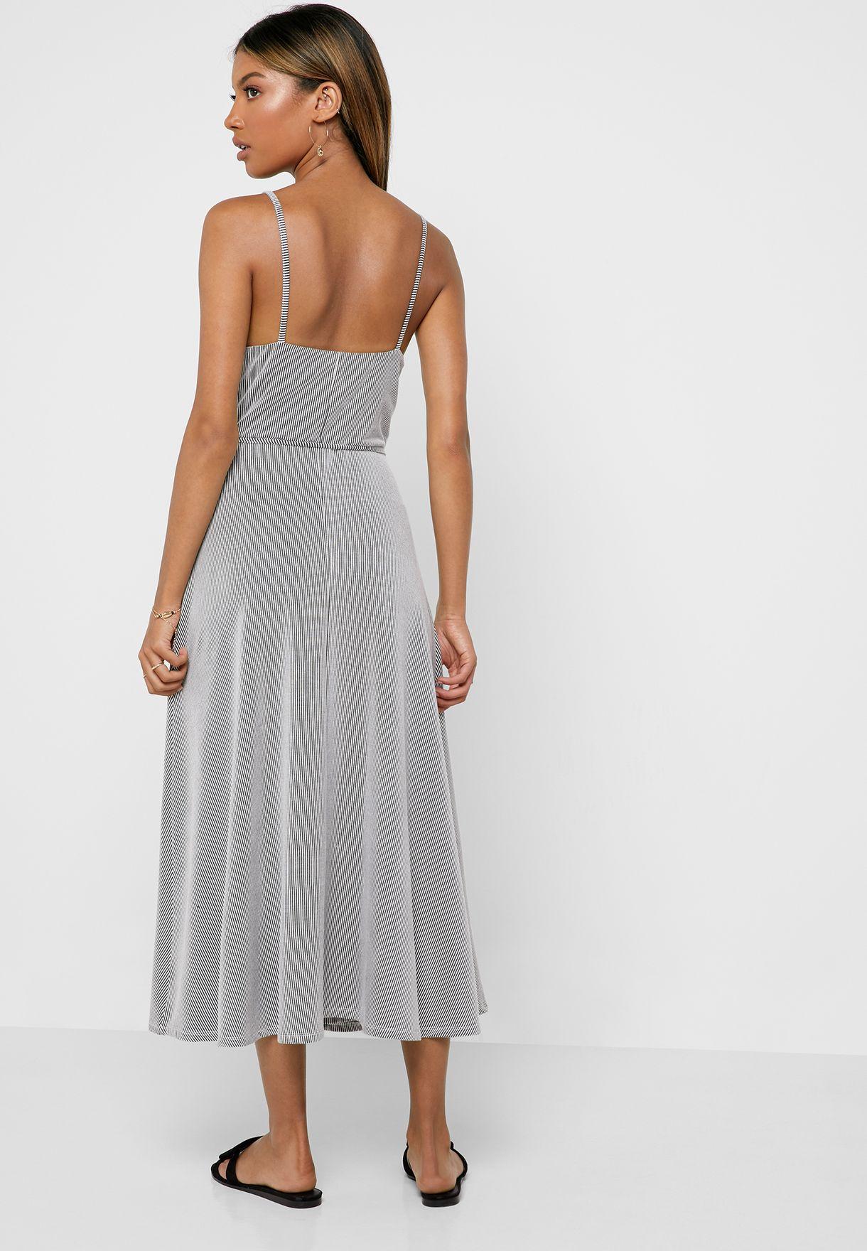 فستان بحمالات واربطة