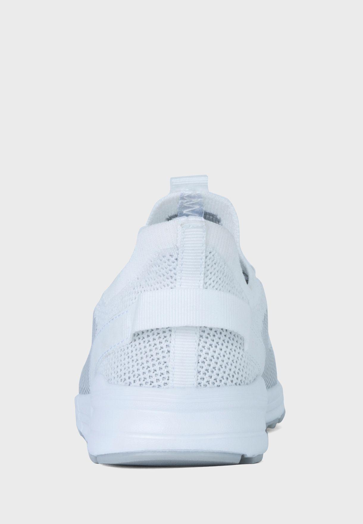 حذاء سنيكرز تشارلز
