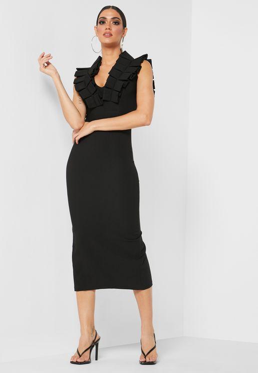 فستان ضيق بكشكش