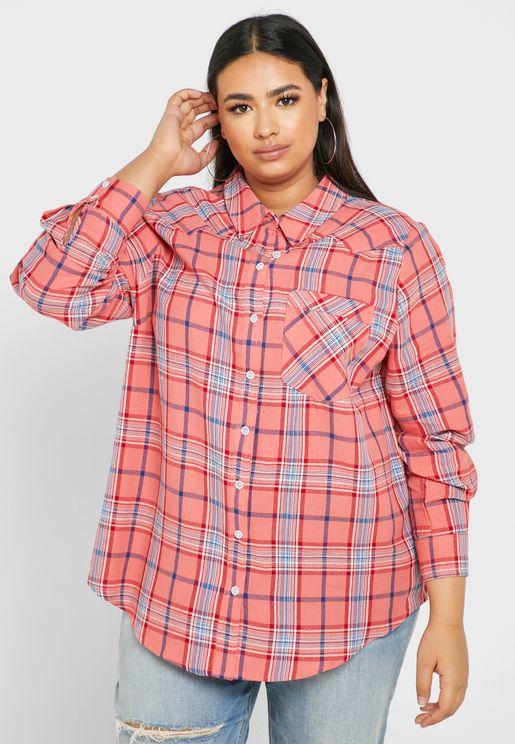 قميص بطبعات مربعات (كاروهات)