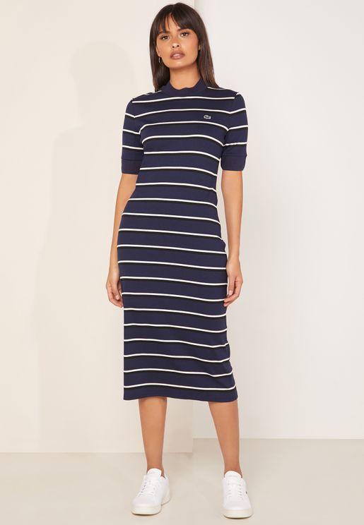 فستان مخطط بياقة عالية
