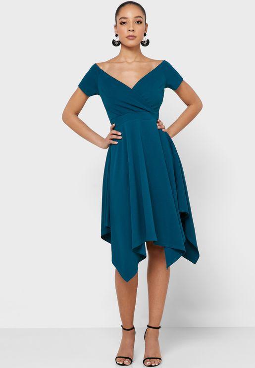 فستان باطراف مكشكشة