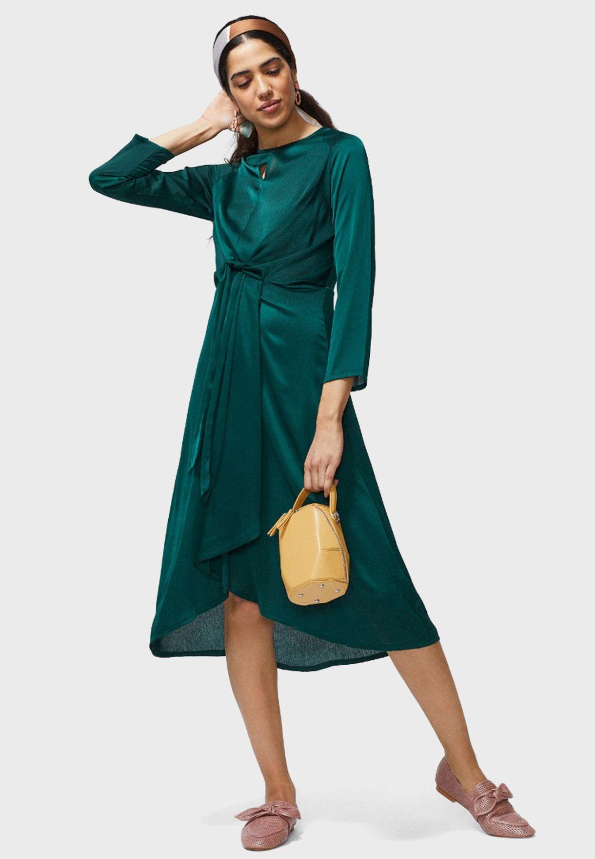 فستان اطول من الخلف ذو أربطة خصر