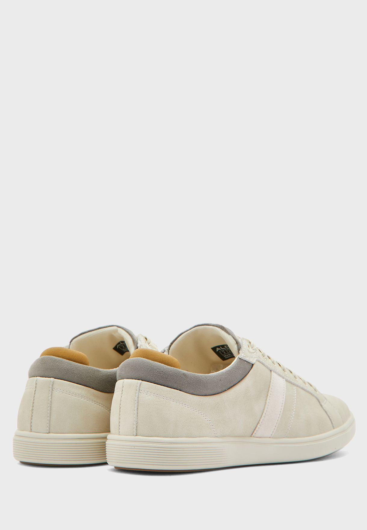 Koisen Low Top Sneakers