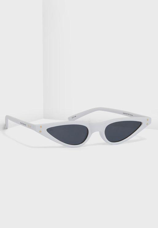 نظارة شمسية بعدسات صغيرة