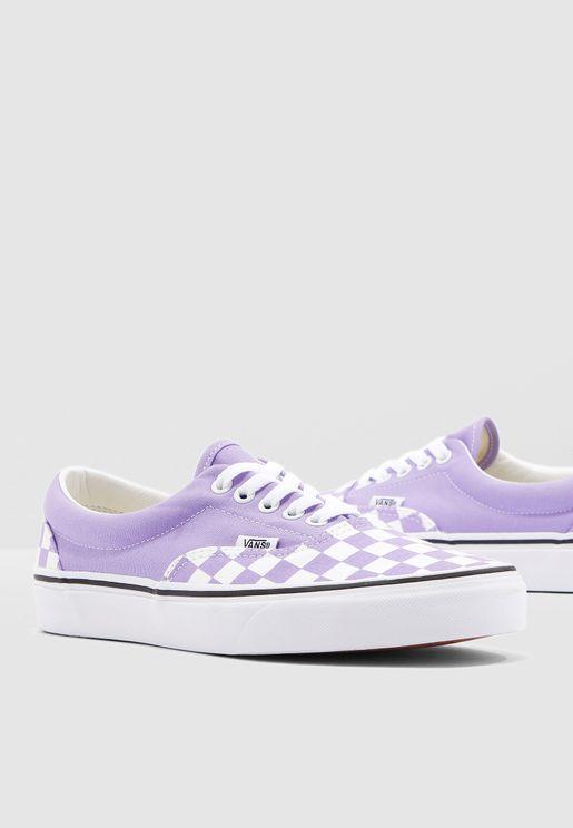 حذاء كانفاس بطبعات مربعات