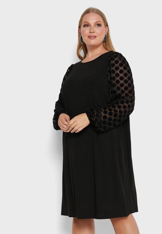 فستان بياقة دائرية واكمام شفافة