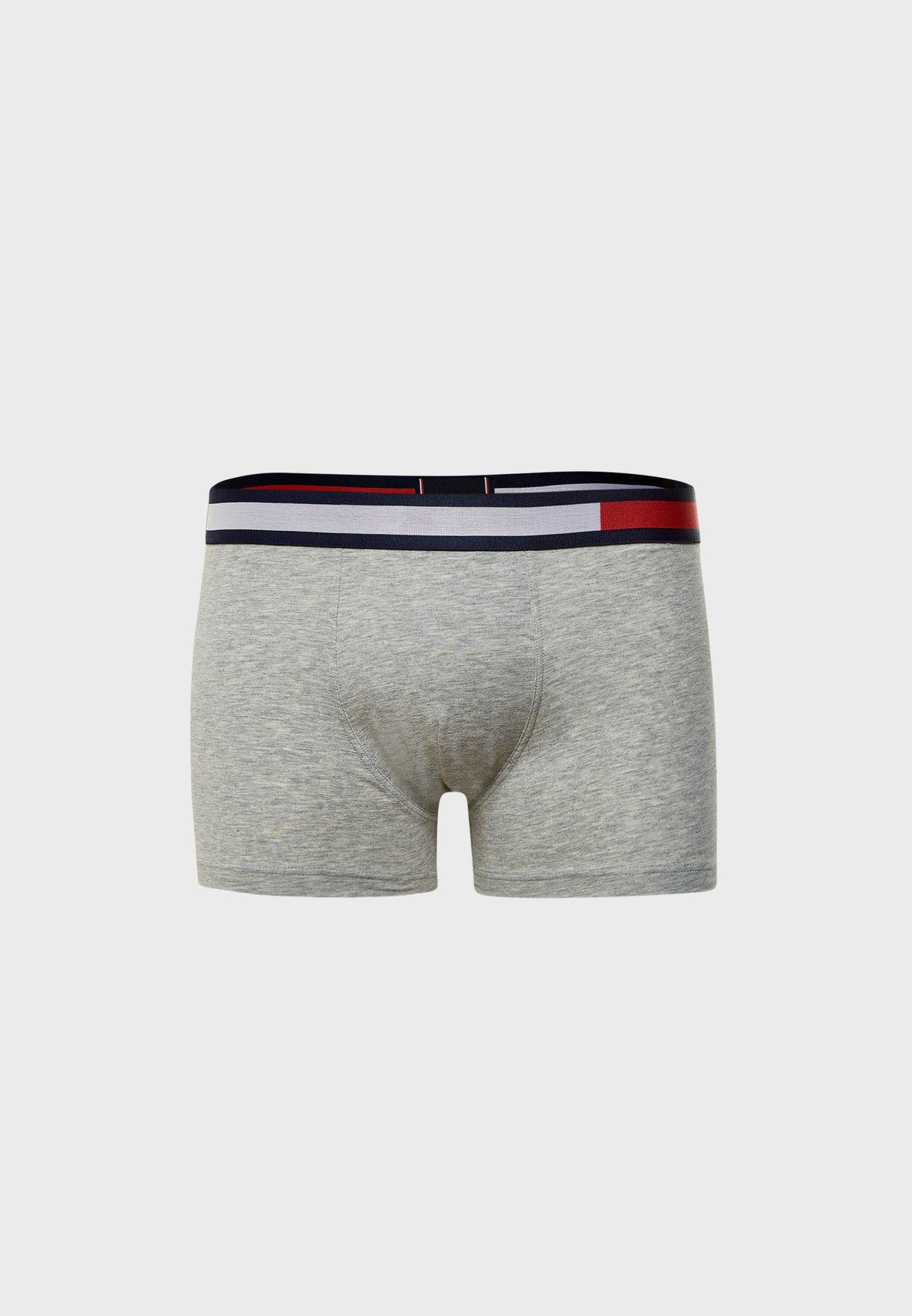 سروال بشعار الماركة