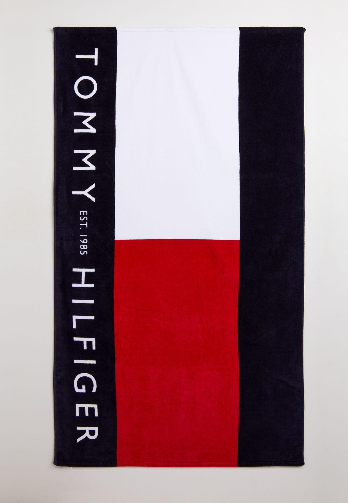 منشفة شاطئ بطباعة شعار الماركة