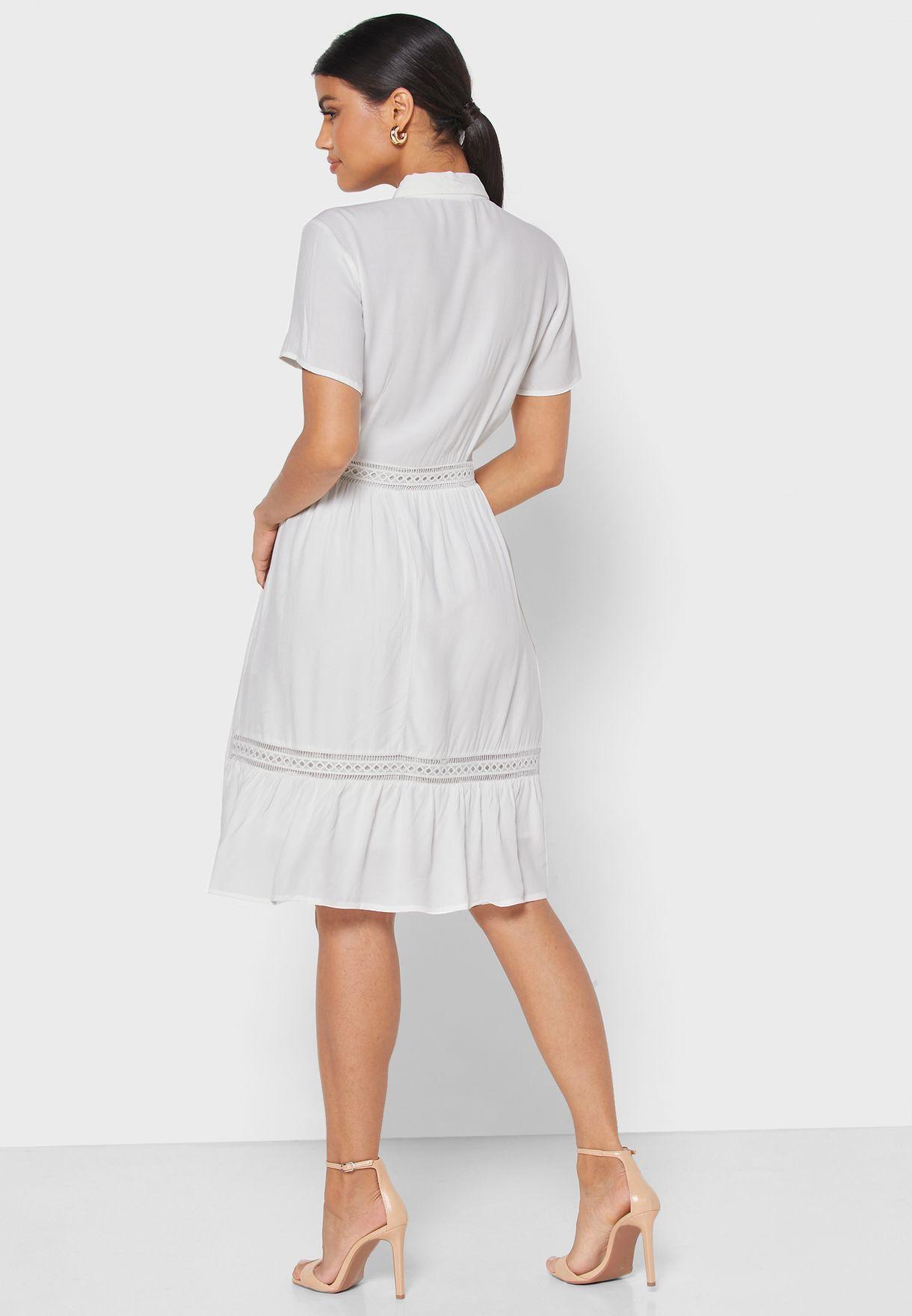 فستان مزين بتداخلات شفافة