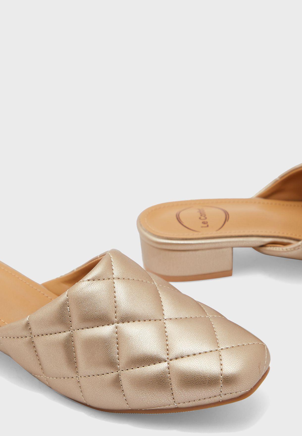 حذاء لامع بكعب متوسط