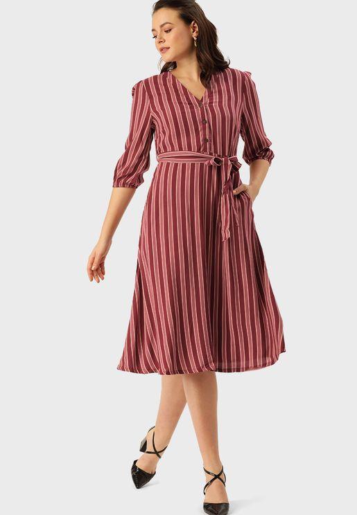 فستان مخطط باربطة خصر