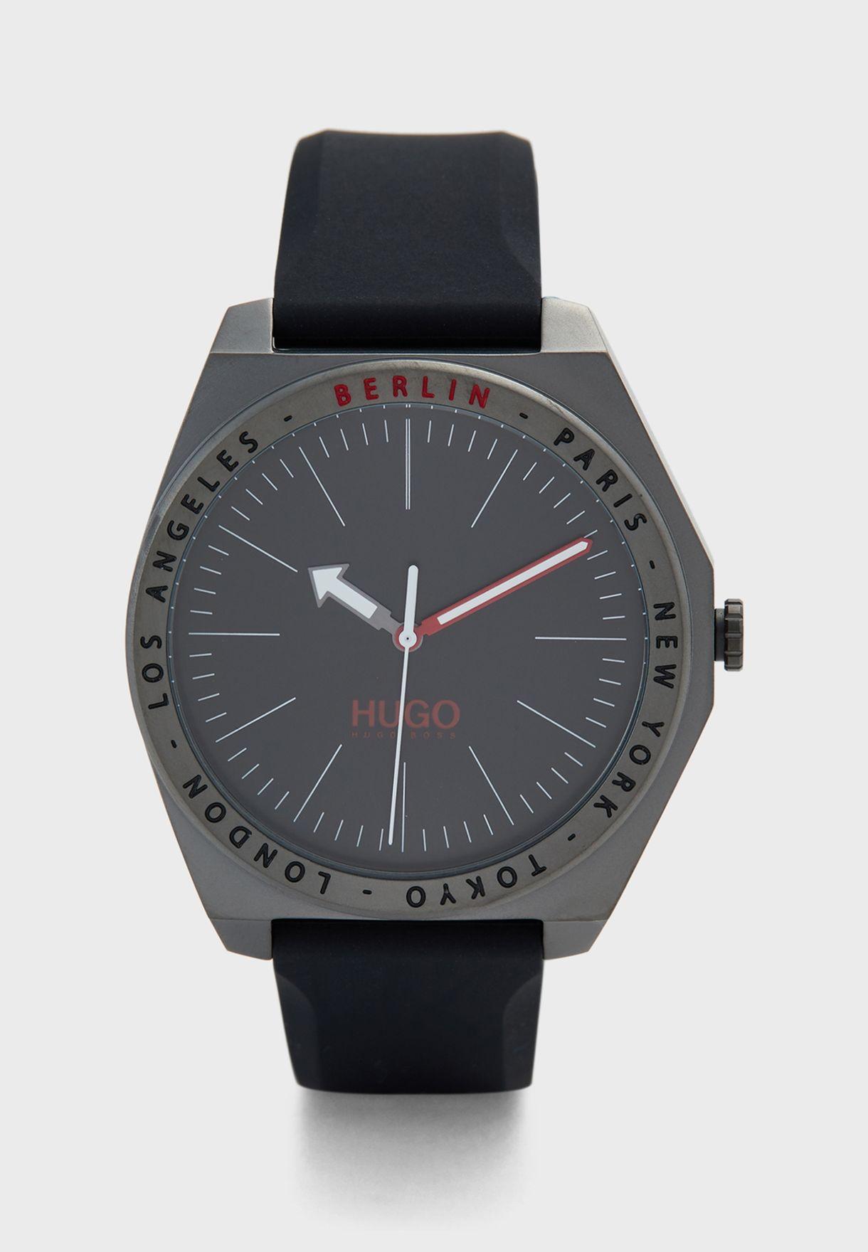 1530104 Analog Watch