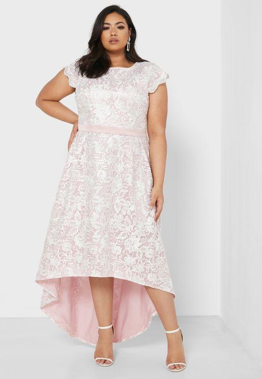 فستان مزين بفتحة من الخلف