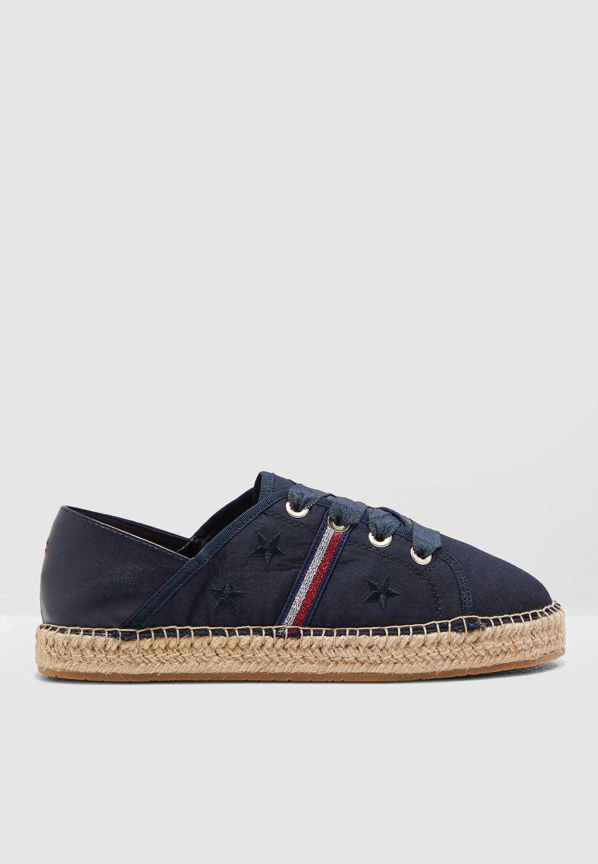 حذاء سنيكرز مطرز