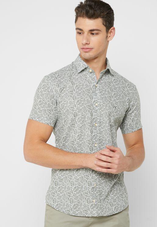 قميص مطبع بقصة ضيقة