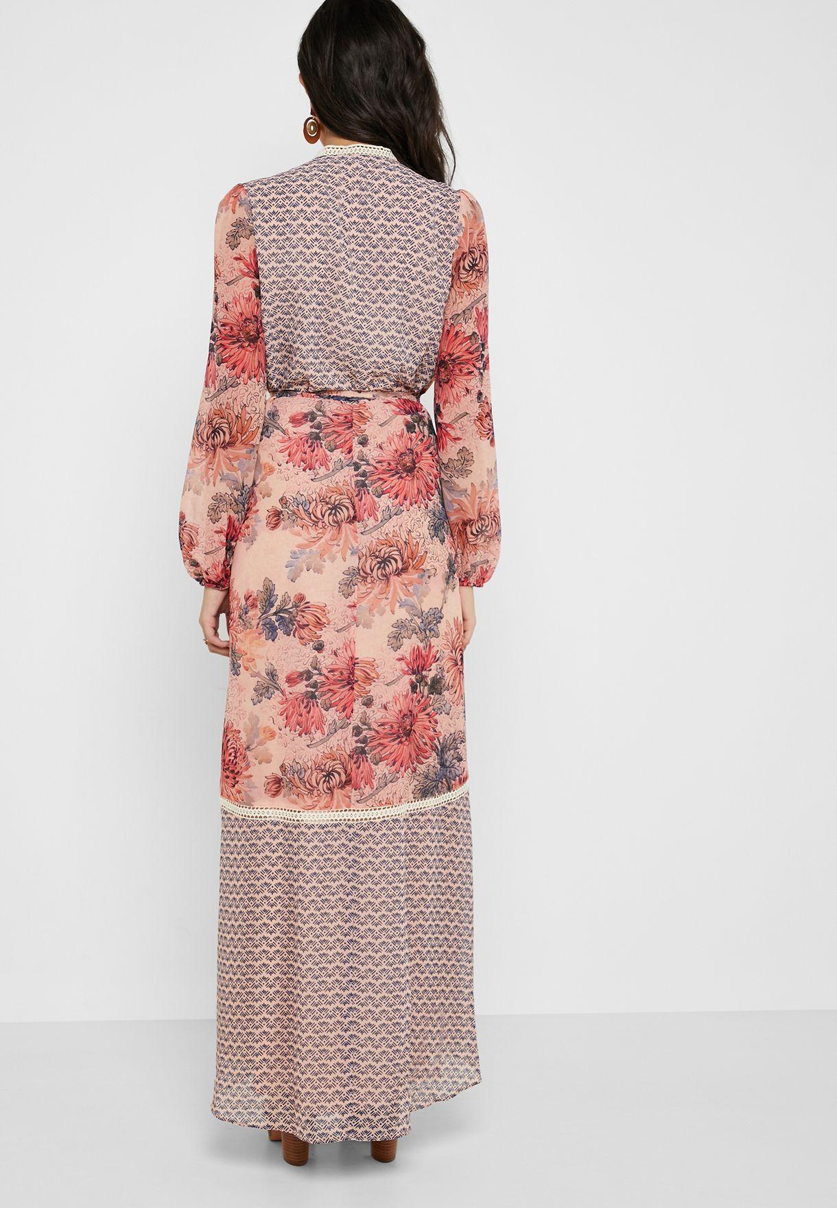 فستان بنمط لف ومزين بطباعة ازهار