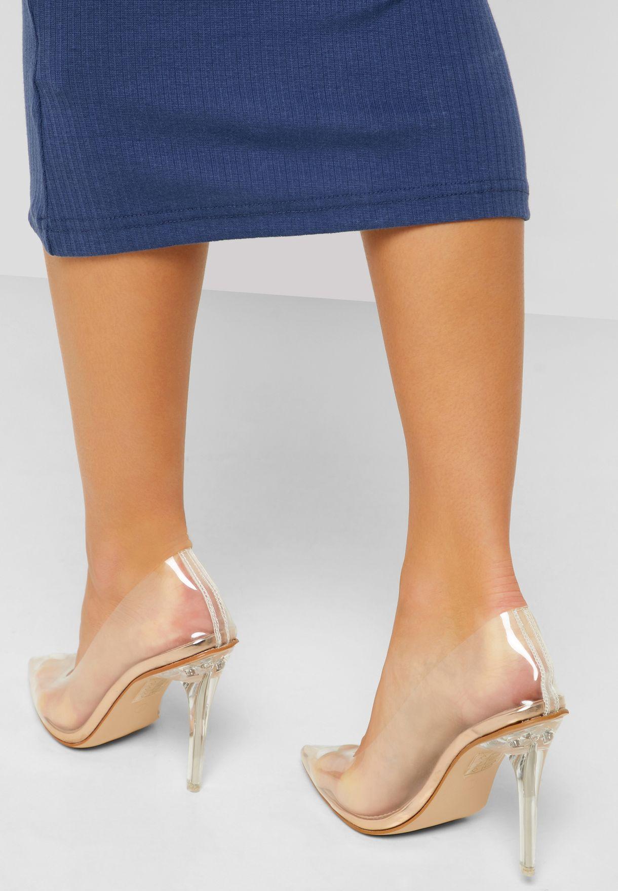 حذاء شفاف عصري
