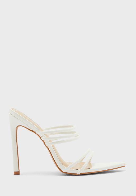 حذاء بكعب عالي واصابع مستديرة
