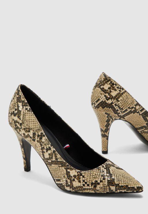 حذاء بطبعات جلد الافعى