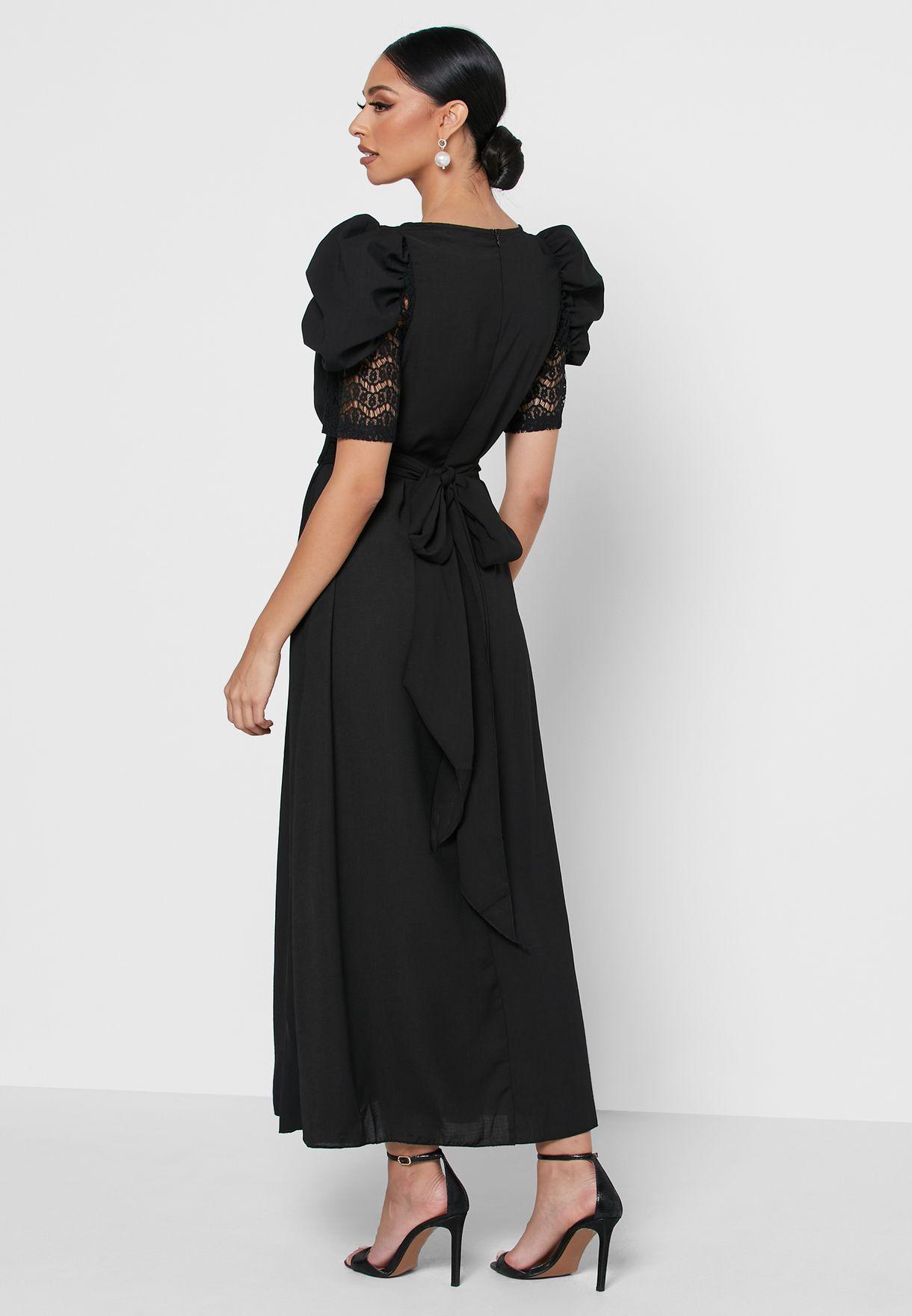 فستان مطرز بأكمام منفوشة