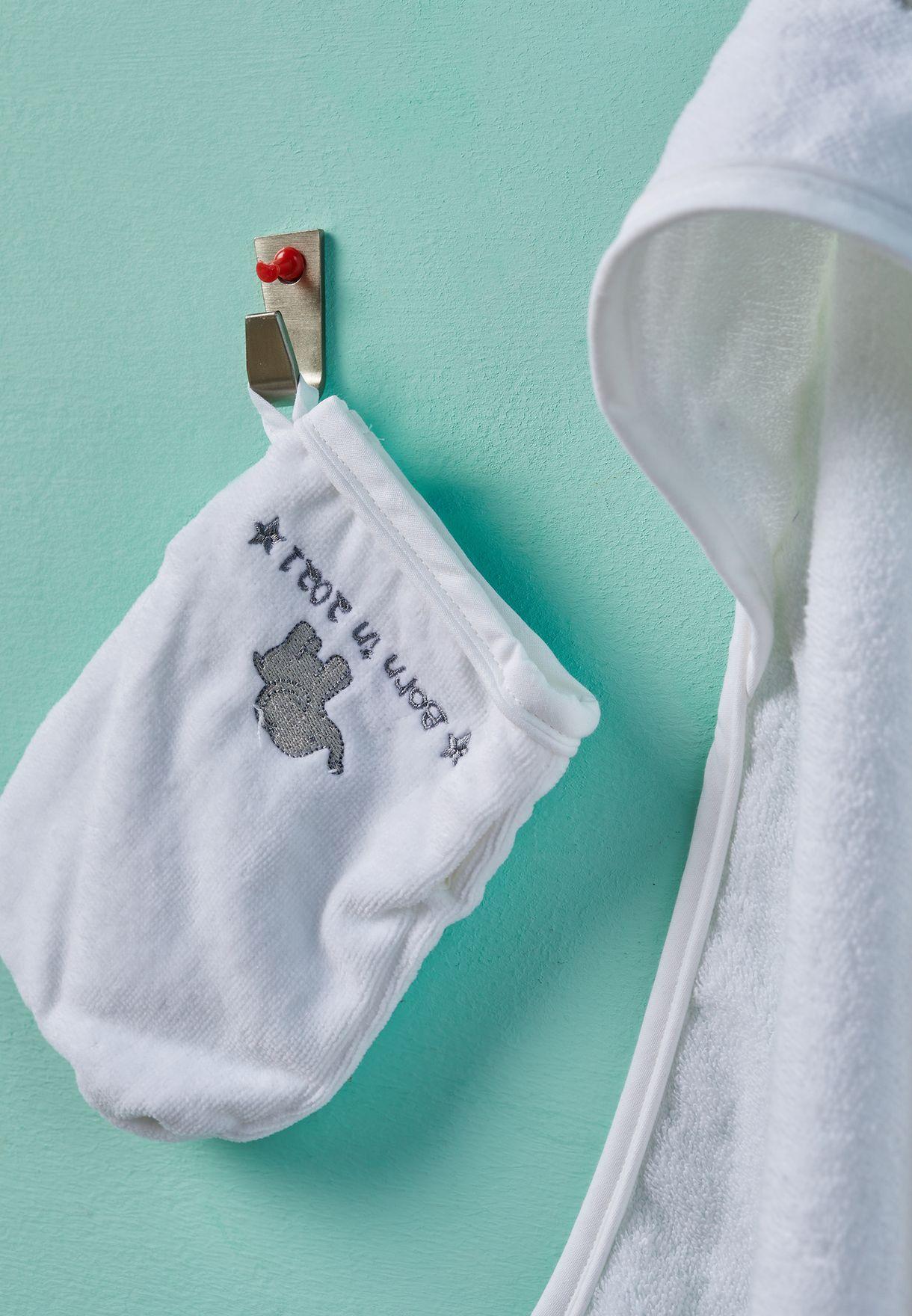 منشفة وقفاز بطبعة كتابة