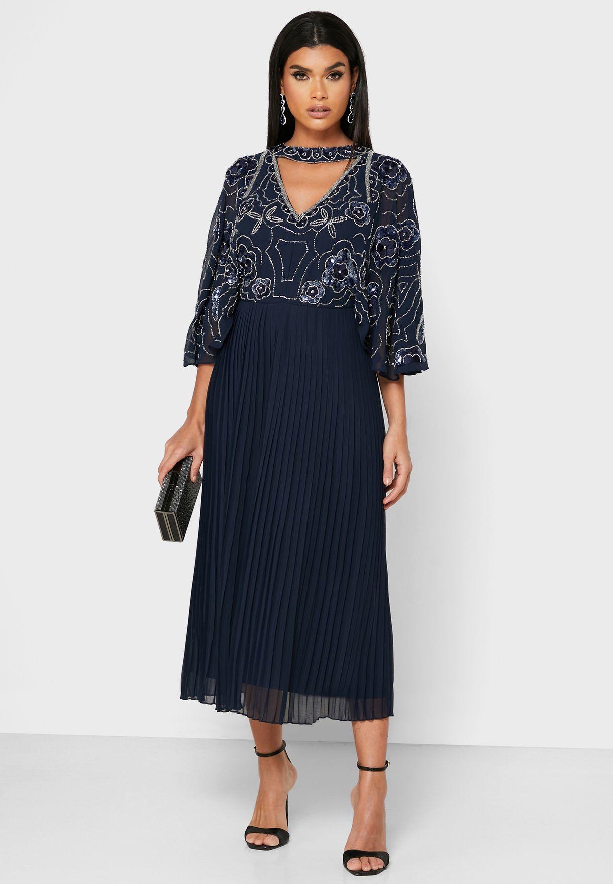 فستان بليسيه مزين بالترتر والخرز