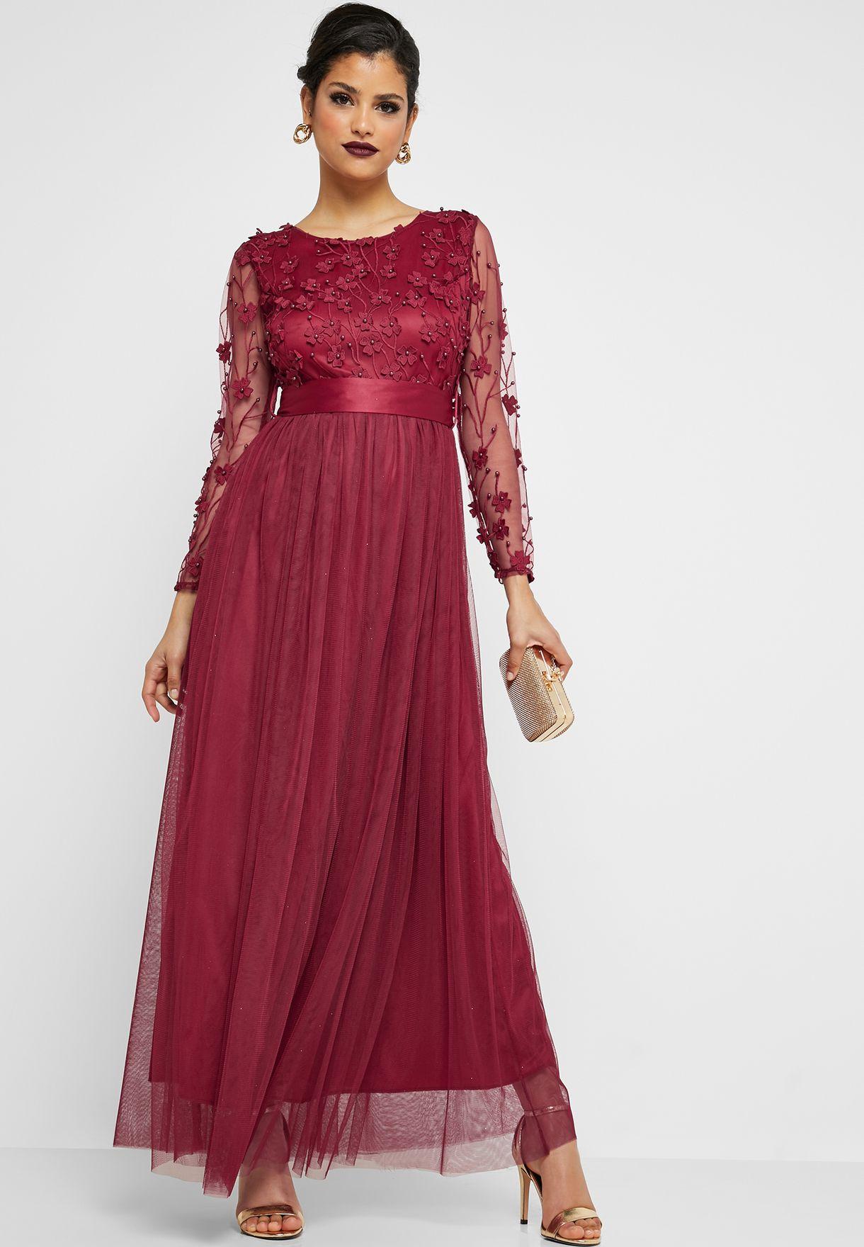 فستان ماكسي مزين بالازهار والخرز