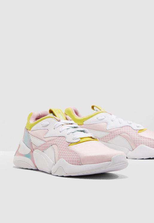 حذاء من مجموعة باربي
