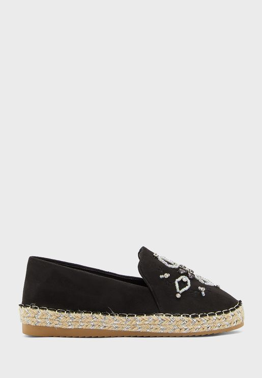 حذاء مزين بخرز