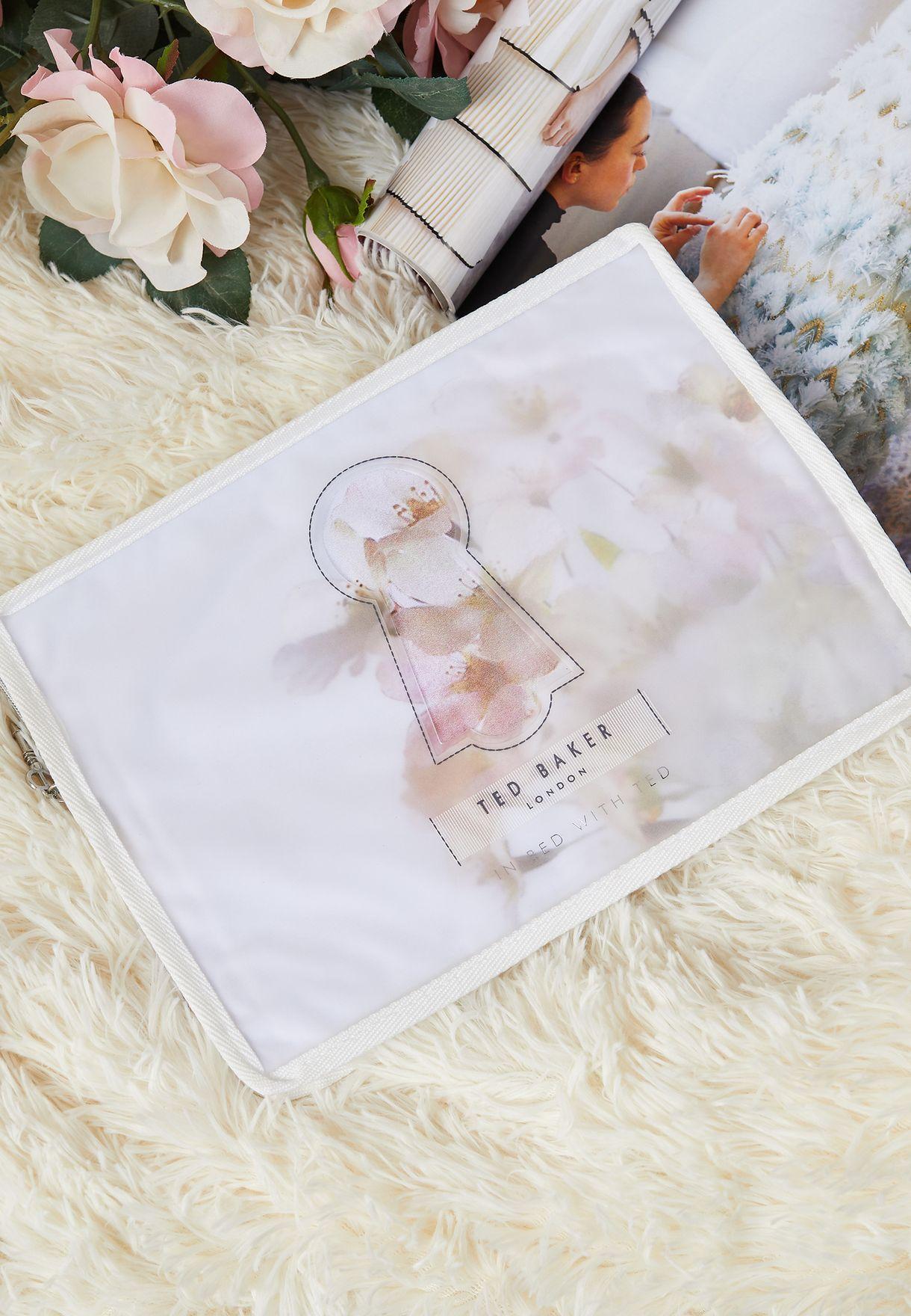 غطاء لحاف ووسائد بطباعة زهور