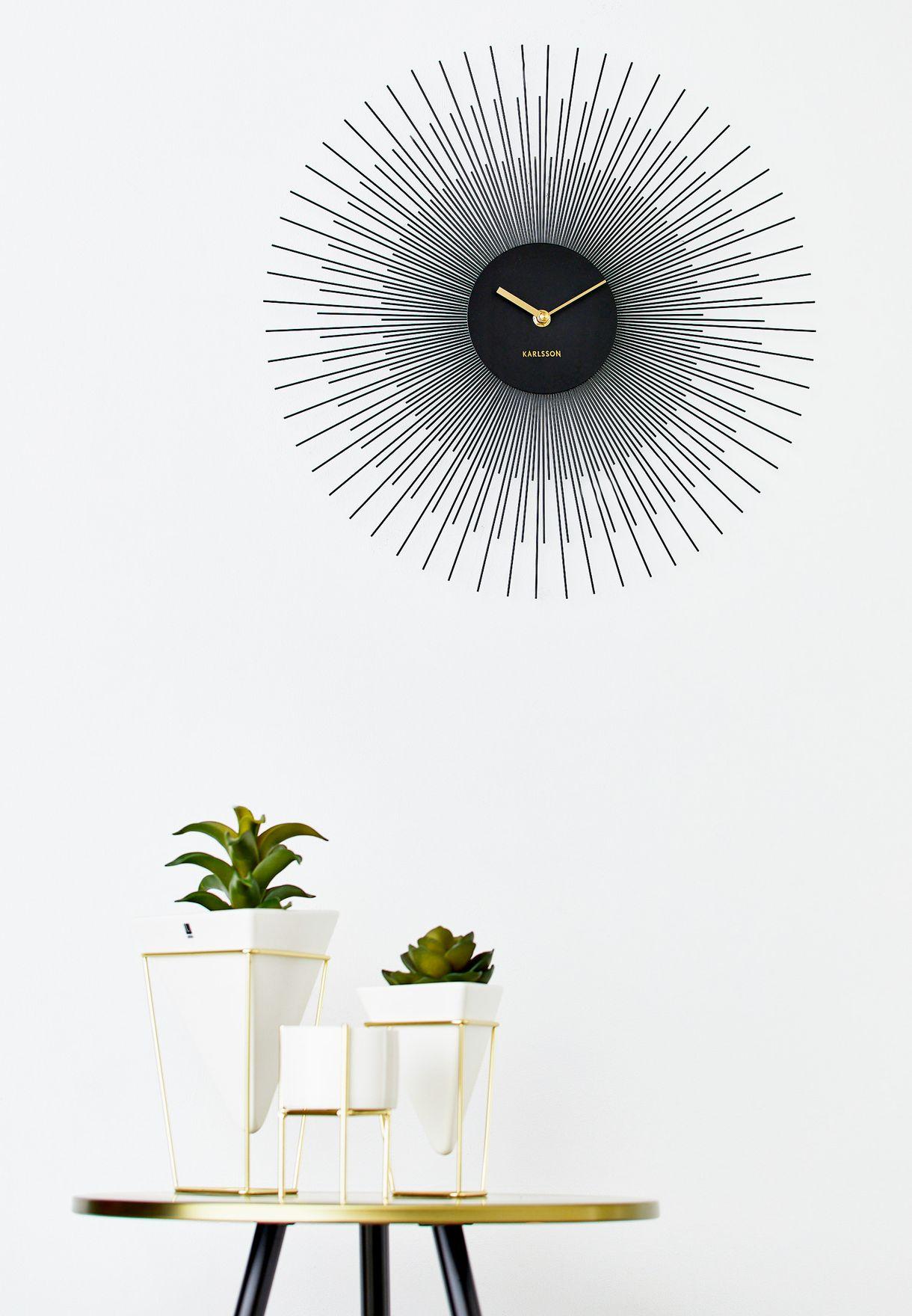 ساعة حائط  بتصميم مميز