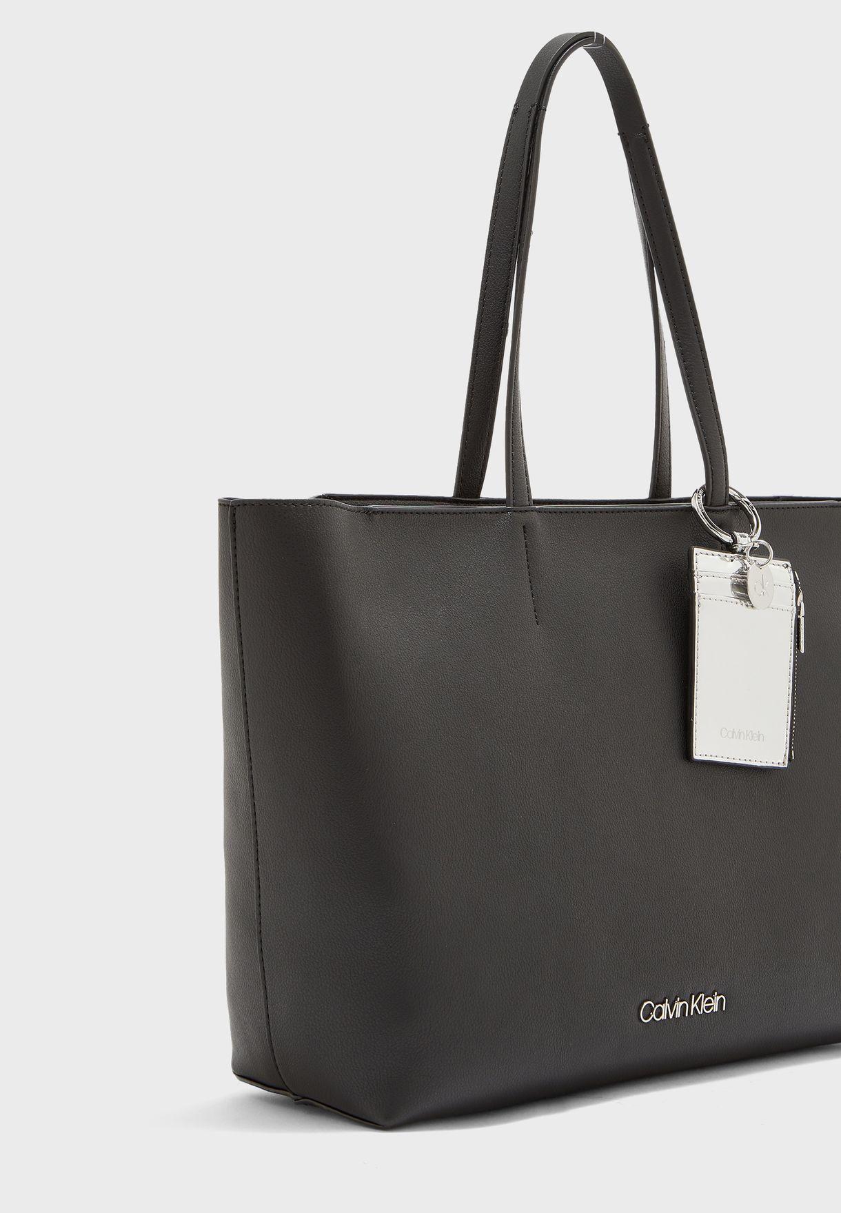 Medium Must Shopper