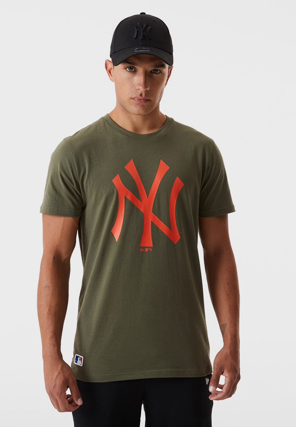 تيشيرت بشعار نيويورك يانكيز