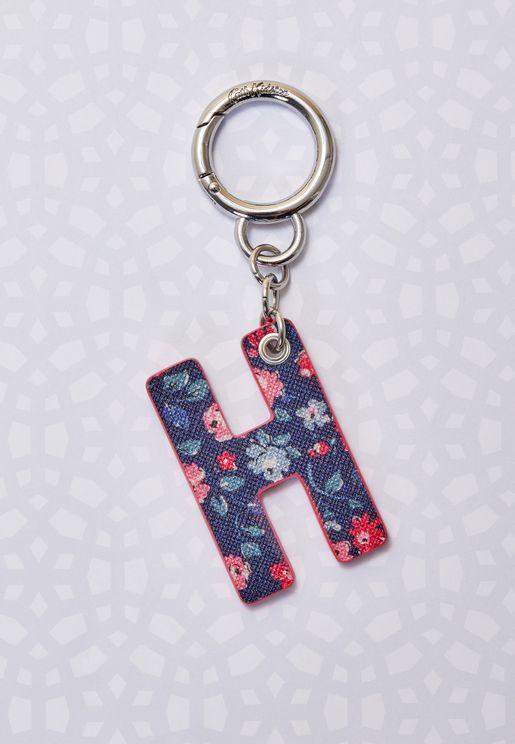 حلقة مفاتيح مزينة بحرف H