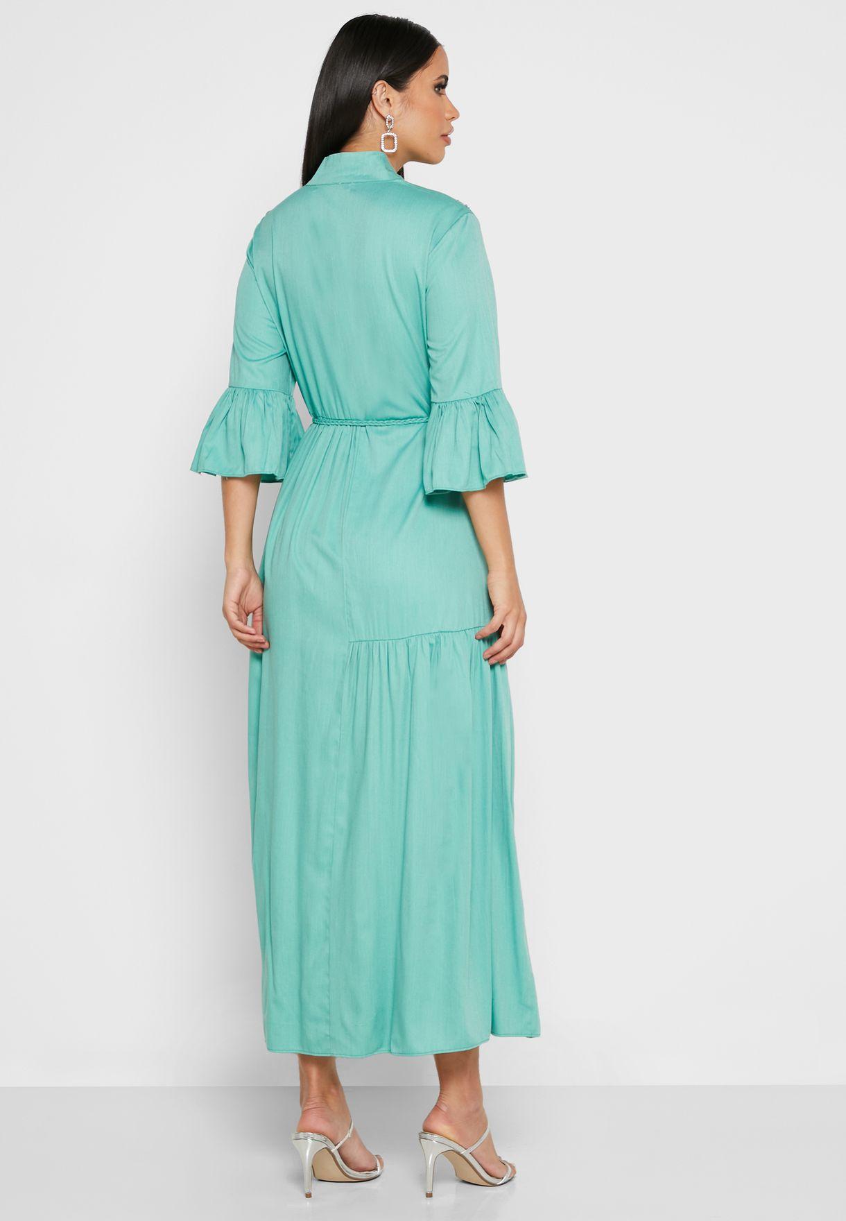 فستان مزين بأزهار بأكمام واسعة