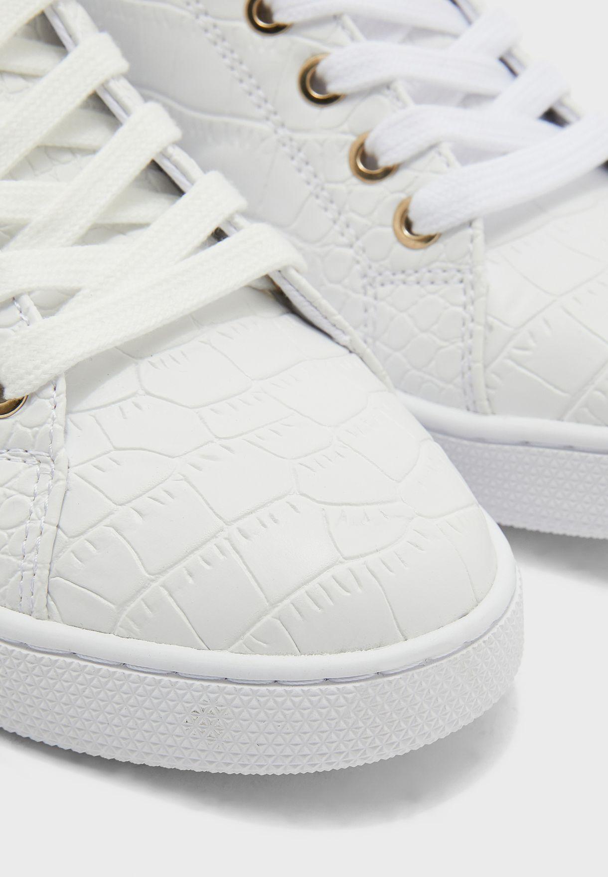 حذاء سنيكرز بنعل سميك