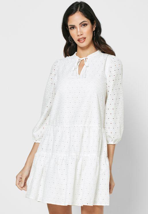 فستان بأربطة عنق وفتحات
