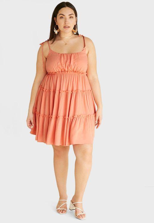 فستان مكشكش بحمالات رفيعة